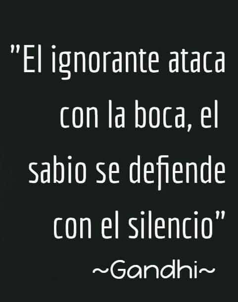 El ignorante ataca con la boca el sabio con el silencio