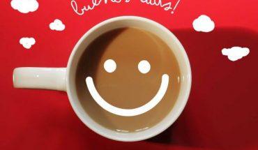 Imagen con la frase Buenos Días con taza de café.