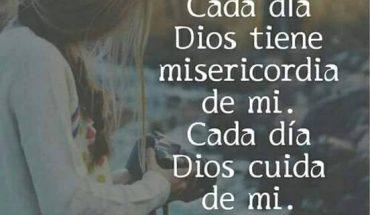 Cada día Dios tiene misericordia de mi. Cada día Dios cuida de mi.