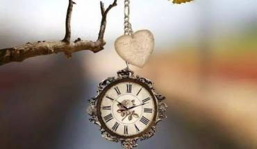 Disfruta de tu tiempo, porque el tiempo no vuelve, lo que vuelve es el arrepentimiento de haber perdido el tiempo...